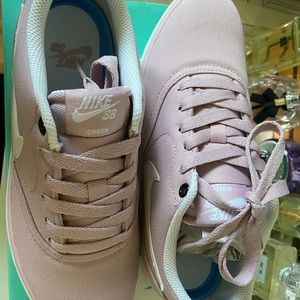 WOMEN NIKE SB PINK CANVAS WITH BOX ❤️❤️